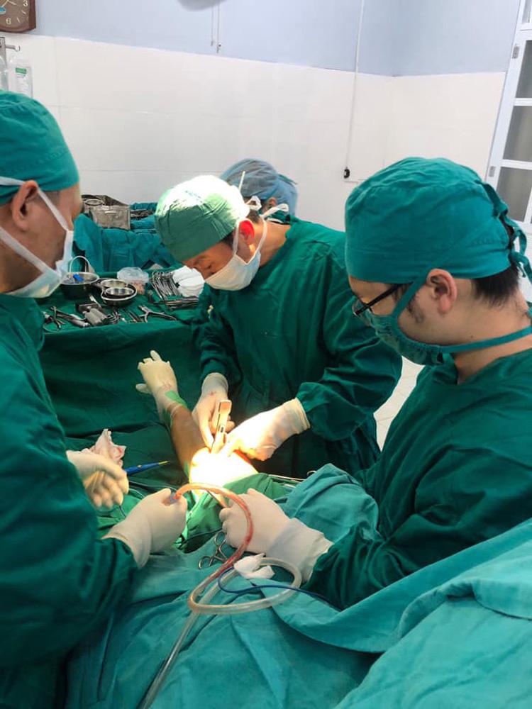 Bệnh viện tuyến huyện Sơn La lần đầu thay khớp gối nhân tạo thành công.