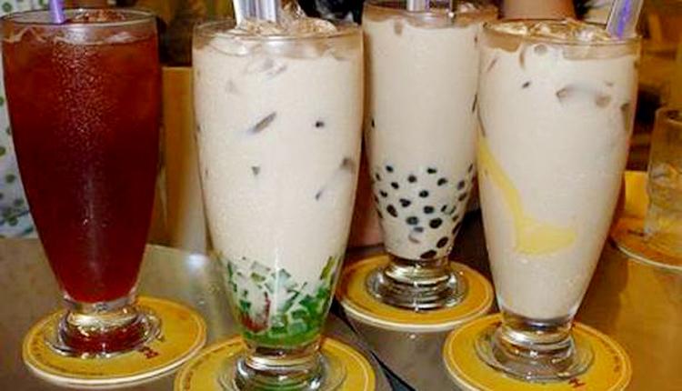 Người tiêu dùng nên lựa chọn trà sữa ở cơ sở uy tín để tránh hóa chất độc hại. (Ảnh: KT)
