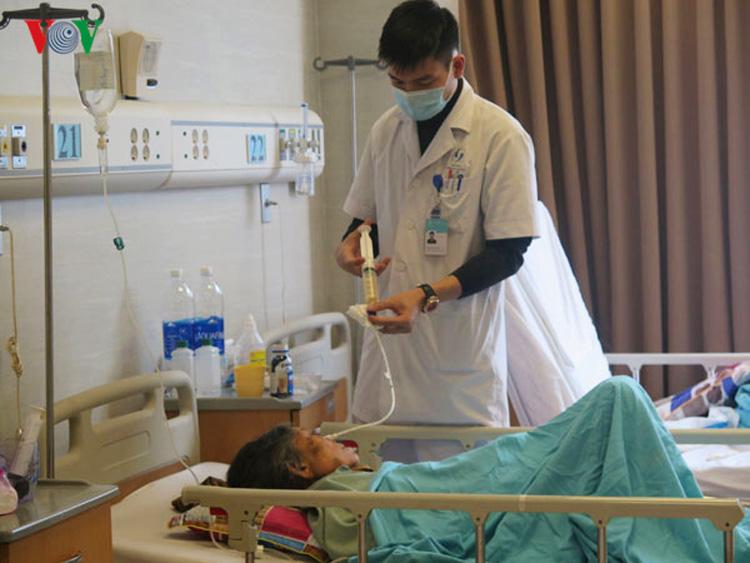 Đối với bệnh viện hạng I, mức giá dịch vụ giường bệnh tối đa là 705.000 đồng/ngày, bệnh viện hạng II là 602.000 đồng/ngày.