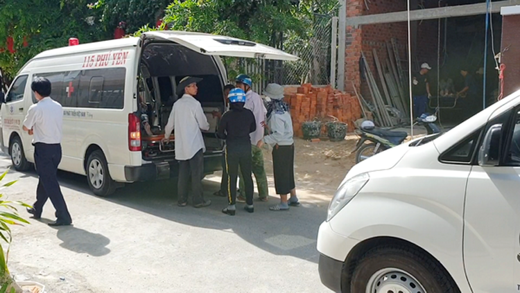 Lực lượng chức năng có mặt tại hiện trường điều tra nguyên nhân vụ tai nạn.