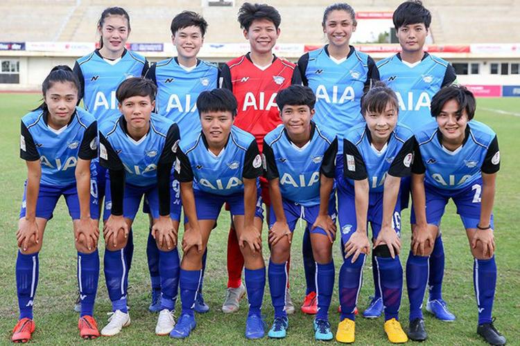 Hồng Nhung (hàng dưới, thứ hai từ phải sang) trong màu áo CLB Chonburi - Thái Lan (nguồn: An ninh Thủ đô)