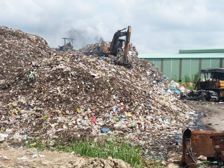 Khu vực phía trong nhà máy xử lý rác của Công ty cổ phần Xử lý rác thải Bến Tre.