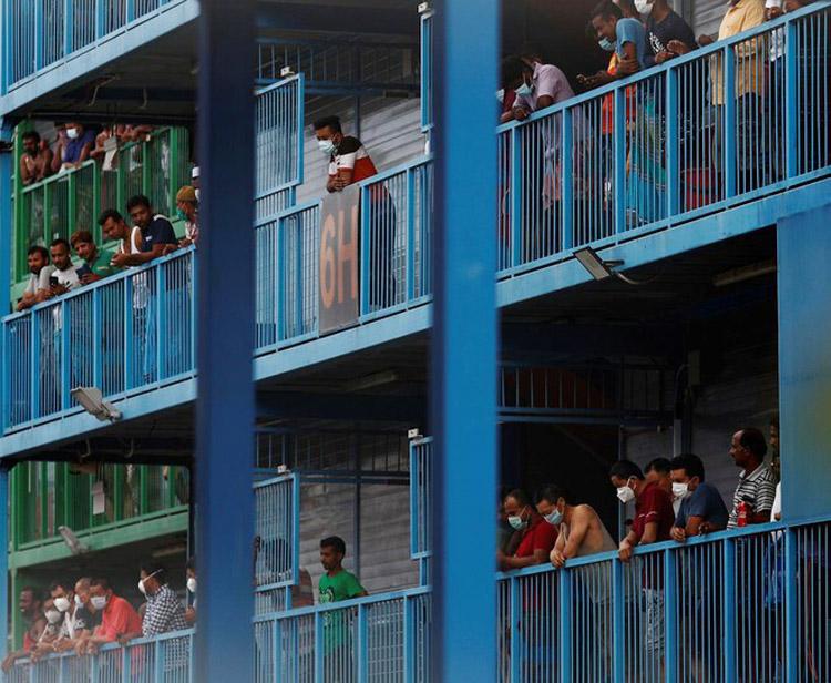 Lao động nhập cư sống trong các khu tập thể ở Singapore. (Ảnh: REUTERS)