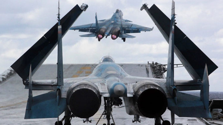 Một chiếc Su-33 cất cánh từ tàu Đô đốc Kuznetsov ở biển Địa Trung Hải, ngoài khơi Syria, ngày 10/1/2017. (Ảnh: TASS/Getty Images)