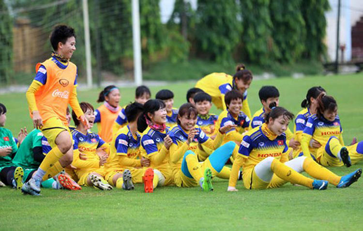 Đội tuyển Việt Nam thoải mái trước ngày lên đường (Ảnh: KT)