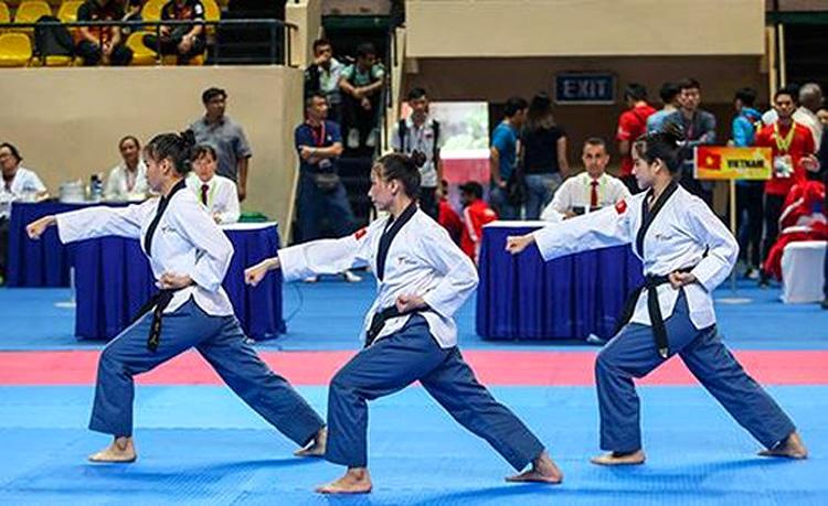 Chiếc HCV đầu tiên của Taekwondo Việt Nam tại giải do công cùa bộ ba Nguyễn Thị Kim Hà - Lê Trần Kim Uyên - Ngô Thị Thuỳ Dung (Ảnh: KT)
