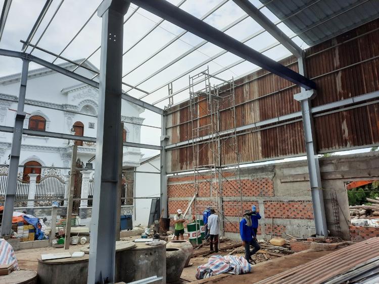 Công trình nhà kho do công ty Thép Minh Trang (TP. Mỹ Tho) xây dựng dù không có lãi cũng phải thi công đạt chất lượng và đúng tiến độ.