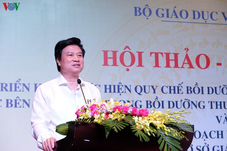 Thứ trưởng Nguyễn Hữu Độ phát biểu tại hội thảo.