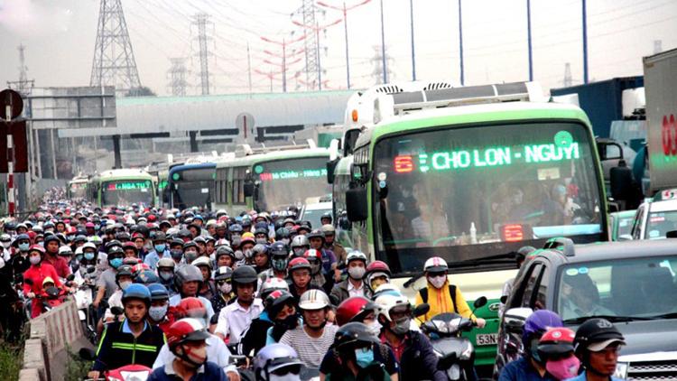 Xe buýt tại TPHCM đang trong vòng vây kiềm toả sự phát triển.