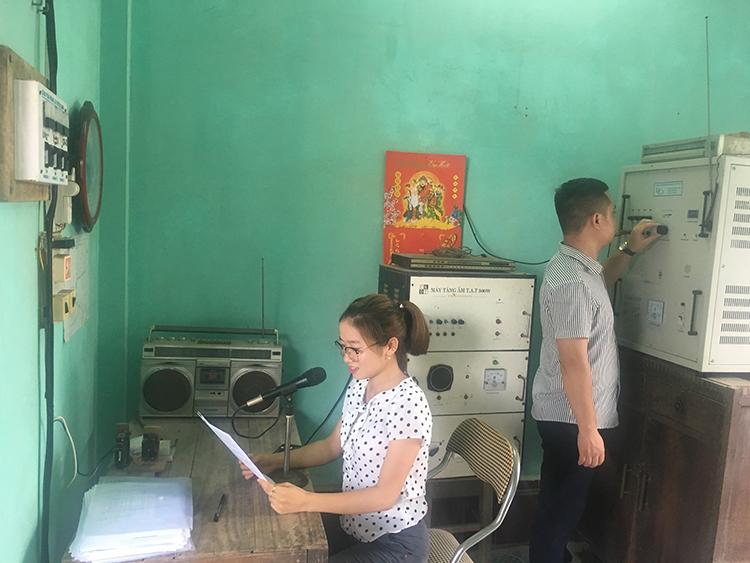Một buổi phát sóng tại Đài Truyền thanh xã Xuân Bắc, Xuân Trường, Nam Định.