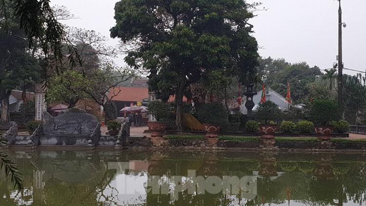 Trong nội tự cả đền Cố Trạc và đền Thiên Trường tại Nam Định đều vắng vẻ - Ảnh: Hoàng Long