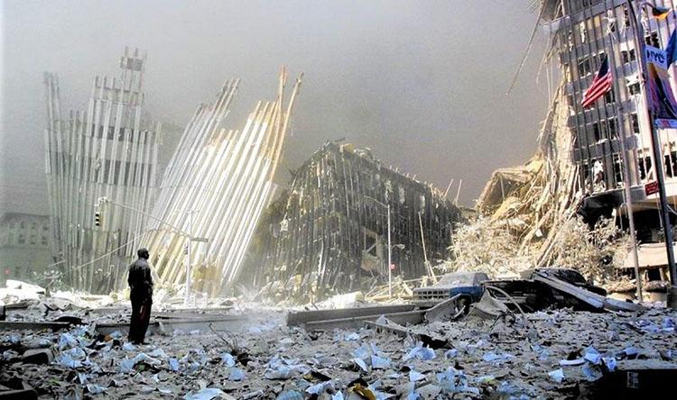 Vụ khủng bố 11/9/2001 gây ra tổn thất lớn về người, của và cả danh tiếng của nước Mỹ; Nguồn: chicagotribune.comop