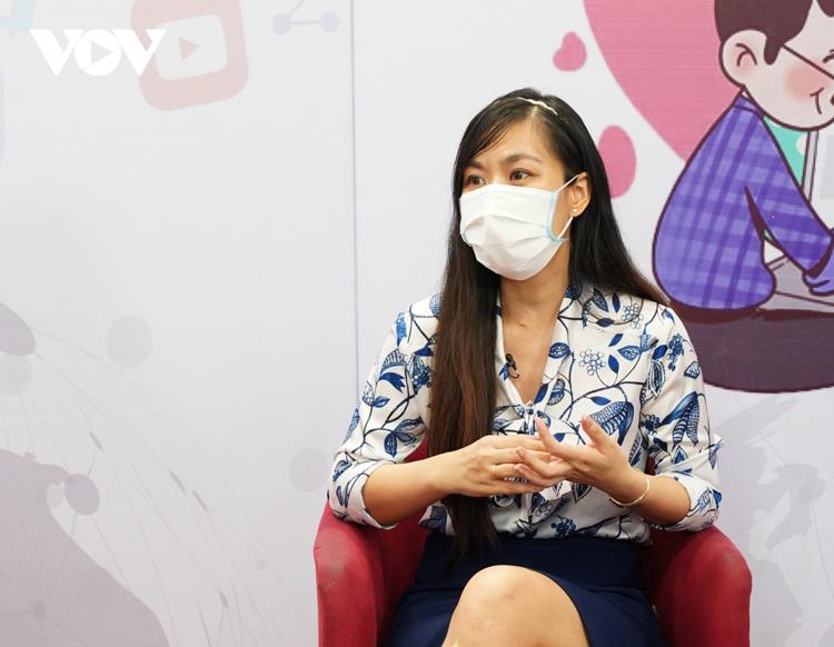 Bà Nguyễn Phương Linh, Viện trưởng Viện Nghiên cứu Quản lý Phát triển bền vững (MSD) chia sẻ về những rủi ro trên môi trường mạng với trẻ em.