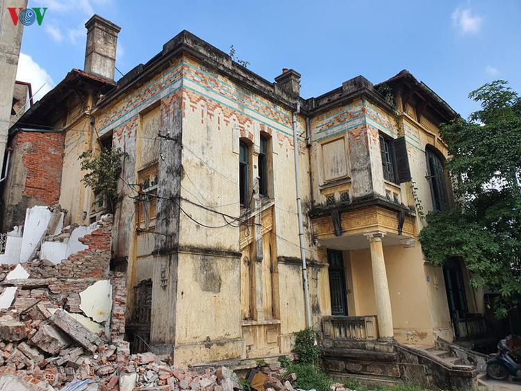 Ngôi biệt thự cổ từng là Trạm Phát sóng Bạch Mai.