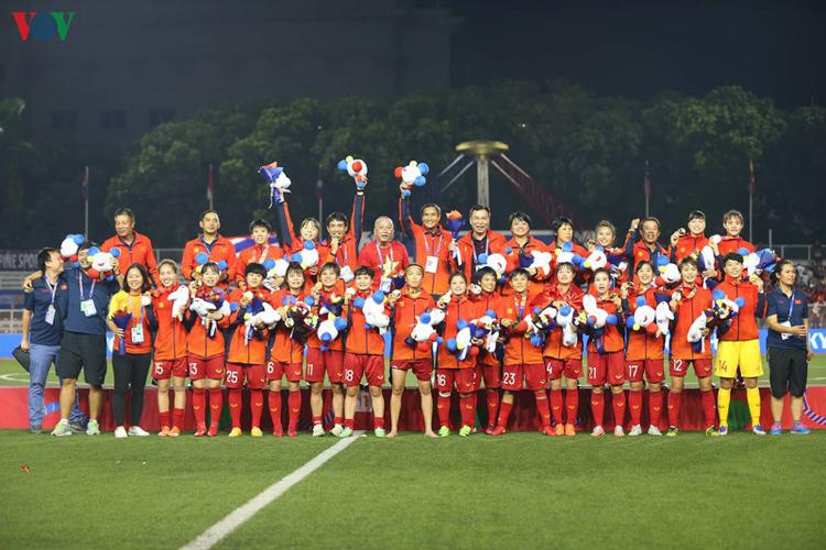 Tập đoàn Vingroup sẽ tặng thưởng cho các cô gái vàng mỗi cầu thủ 01 xe máy điện VinFast Klara S trị giá 39,9 triệu đồng và 20 triệu tiền mặt (Ảnh: Ngọc Duy).