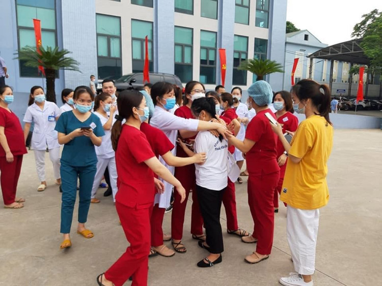 Cuộc chia tay của các y bác sĩ ở Thái Nguyên trước khi vào tâm dịch TP.HCM.