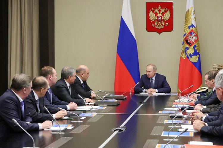 Tổng thống Putin điều hành cuộc họp với các thành viên của Hội đồng An ninh tại dinh thự Novo-Ogaryovo bên ngoài Moscow ngày 20/1/2020. Ảnh: Reuters