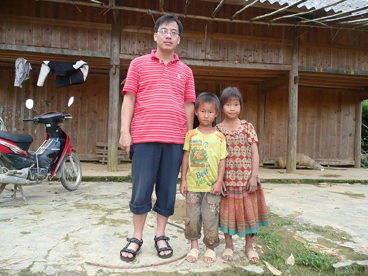 Nhà báo Ngô Thiệu Phong trong chuyến công tác tại Lùng Phình- Bắc Hà- Lào Cai