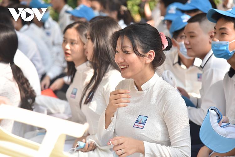Học sinh tại nhiều địa phương đã bắt đầu quay trở lại trường học, song vẫn thực hiện nghiêm các quy tắc phòng chống dịch bệnh.