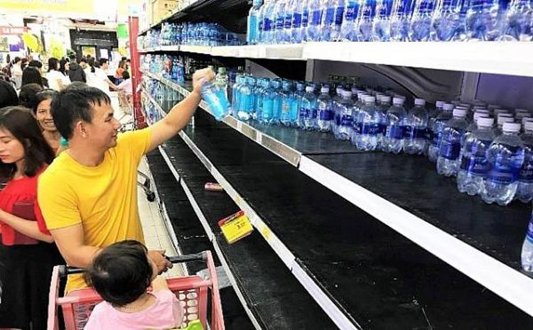 Cần chú ý đến nhãn mác các loại nước đóng chai để sử dụng cho phù hợp.