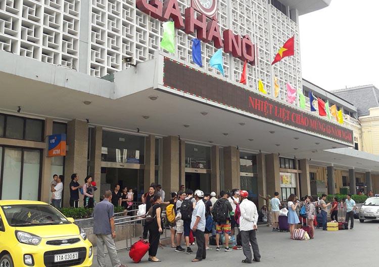 Đối với tuyến đường sắt Hà Nội - TP Hồ Chí Minh, chỉ được khai thác tối đa 02 đôi tàu khách/ngày (02 chuyến Hà Nội đi TP Hồ Chí Minh và 02 chuyến ngược lại).