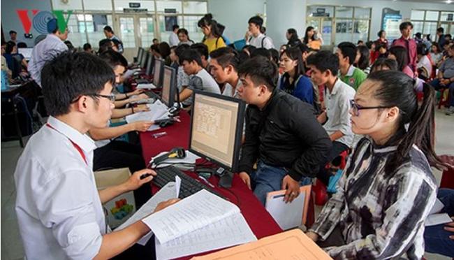 Việc lựa chọn ngành nghề, bậc học của học sinh phổ đã hướng tới thị trường lao động.