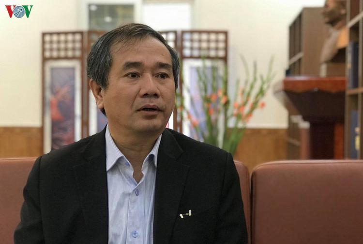 GS.TS Phạm Hồng Tung trao đổi với phóng viên VOV.VN.
