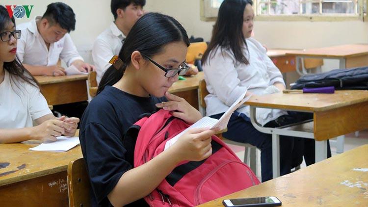 Những ngày gần đây có ý kiến cho rằng nên giảm tải các môn thi THPT quốc gia.