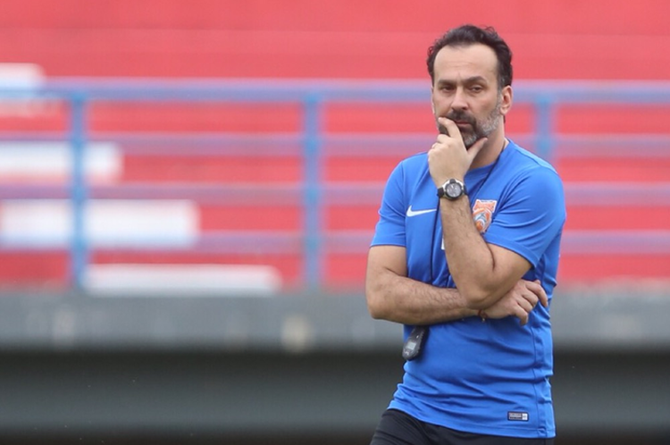Nhà cầm quân Fabio Lopez sở hữu bằng huấn luyện UEFA Pro, cao nhất V.League hiện tại.