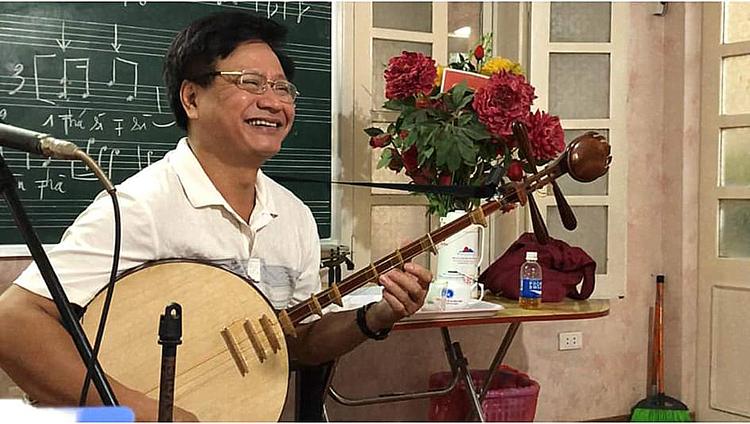 NSƯT Trần Luận tự nhận thấy rằng mình phải có trách nhiệm gìn giữ, phát triển âm nhạc truyền thống.