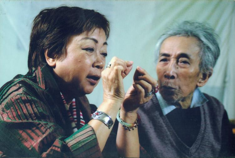 Họa sĩ Nguyễn Thị Hiền vẽ nhiều chân dung về cha.