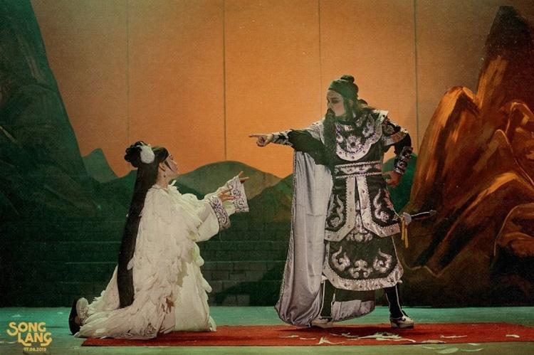 Với bộ phim Song Lang, đạo diễn Leon Quang Lê đã đưa người xem trở về với thời hoàng kim của nghệ thuật cải lương của Sài Gòn khi xưa.