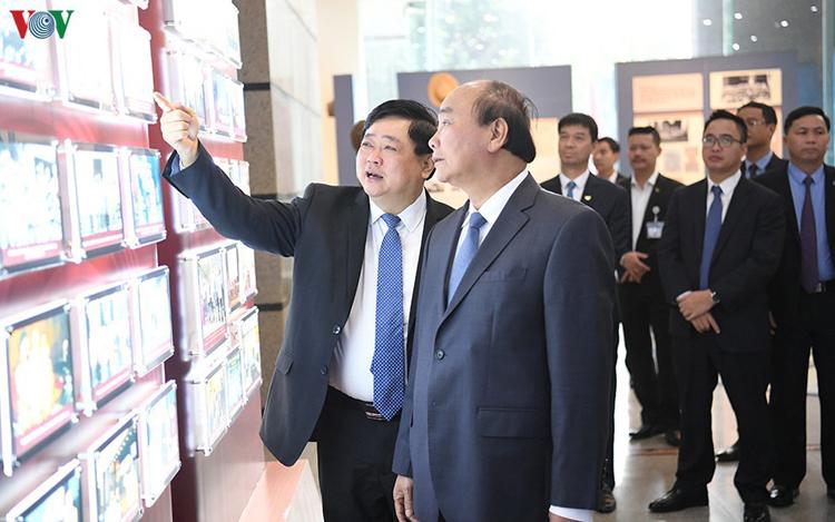 Thủ tướng Nguyễn Xuân Phúc thăm và làm việc tại Đài TNVN.