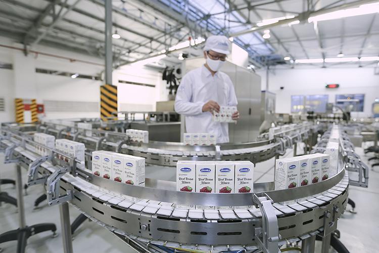 Trong bối cảnh Covid-19, Vinamilk vẫn đảm bảo sản xuất, đáp ứng cho các đơn hàng xuất khẩu đa dạng từ nhiều thị trường