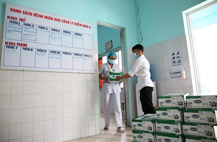 Các sản phẩm như sữa tươi, sữa chua uống, nước cam… sẽ được Vinamilk hỗ trợ liên tiếp trong 2 tháng để giúp các y, bác sĩ, nhân viên y tế tăng cường đề kháng.