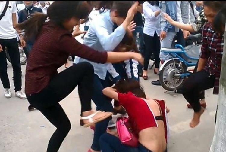 Giáo dục đạo đức lối sống sẽ góp phần hạn chế được nạn bạo lực học đường, bạo lực xã hội.
