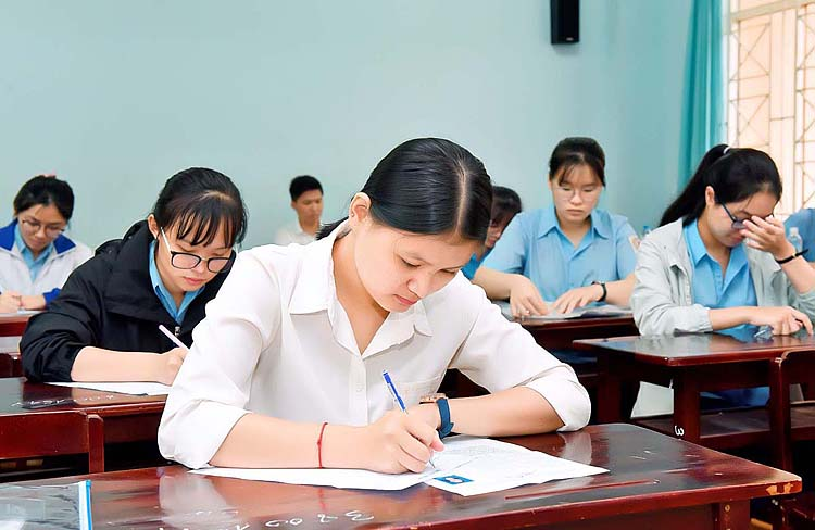 Nhiều trường đại học dành trên 70% chỉ tiêu xét điểm thi tốt nghiệp THPT