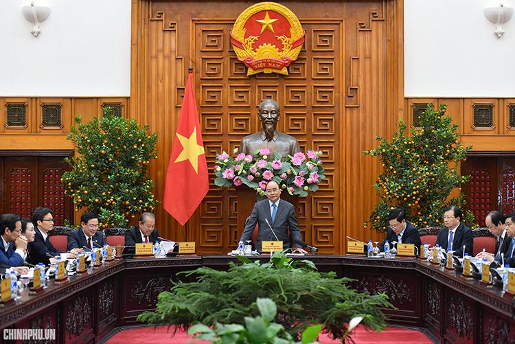 Thủ tướng Nguyễn Xuân Phúc phát biểu tại cuộc họp - Ảnh: Quang Hiếu