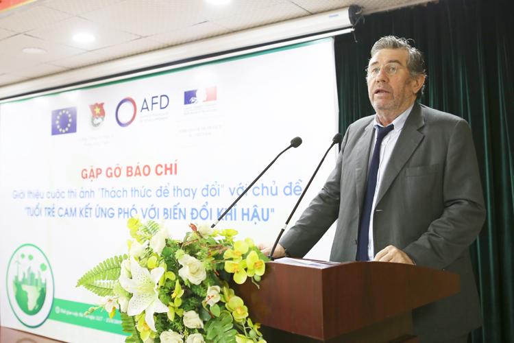 Ông Fabrice RICHY, Giám đốc quốc gia Cơ quan phát triển Pháp (AFD) tại Việt Nam phát biểu tại buổi họp báo.