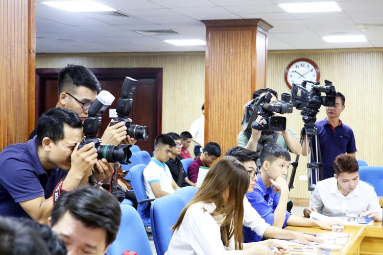 Nhiều phóng viên của các báo, đài tham dự và đưa tin về cuộc thi.
