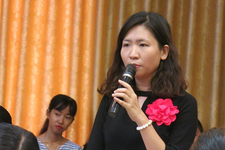 Cô Đinh Bích Hà chỉ ra những bất cập nếu tăng tuổi nghỉ hưu với giáo viên mầm non. (ảnh: NLĐ).