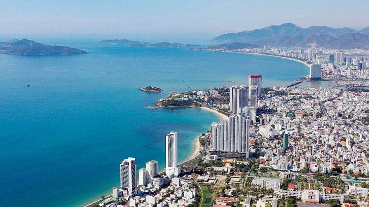 Lối phát triển này sẽ tước đi những cơ hội phát triển kinh tế cho các địa phương có biển trong tương lai như thế nào? Giải pháp nào để kiểm soát và phát triển đô thị du lịch biển theo hướng bến vững, phát huy được những lợi thế sẵn có? (Ảnh: TN&MT)