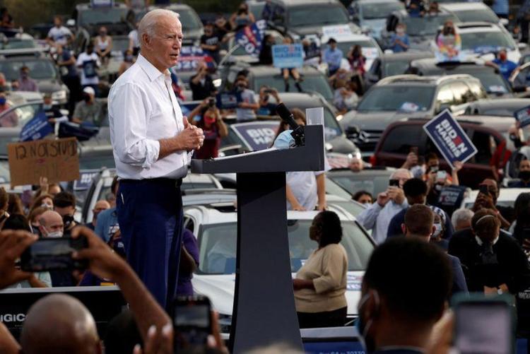 Ứng viên đảng Dân chủ, cựu Phó Tổng thống Joe Biden vận động tranh cử ở Atlanta, Georgia ngày 27/10. Ảnh: Reuters