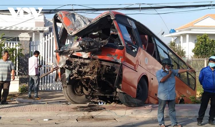 Tai nạn giao thông vẫn diễn ra rất nghiêm trọng, gây bức xúc trong xã hội.