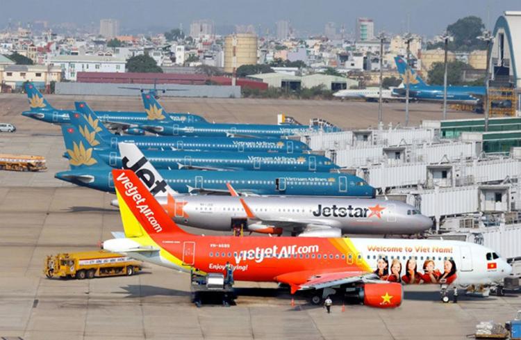 Tại buổi làm việc mới đây với Cục Hàng không Việt Nam, đại diện Vietnam Airlines đã đề xuất tăng trần giá vé và đưa ra 2 phương án áp giá sàn vé máy bay nội địa.