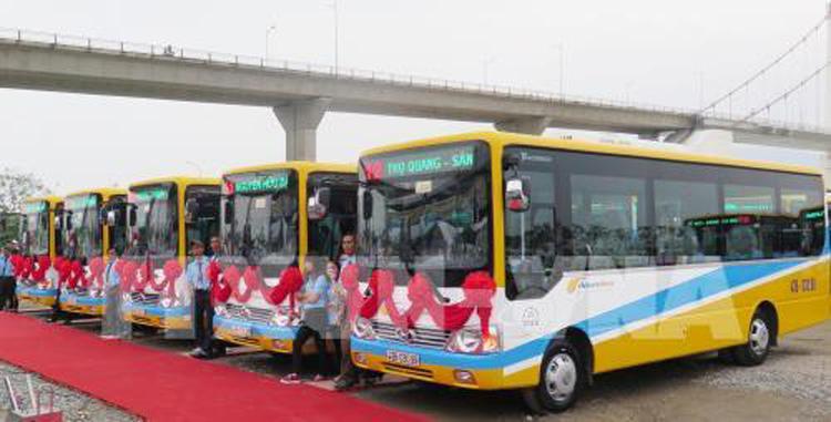 Các xe buýt tuyến thực hiện trợ giá. Ảnh: TTXVN.