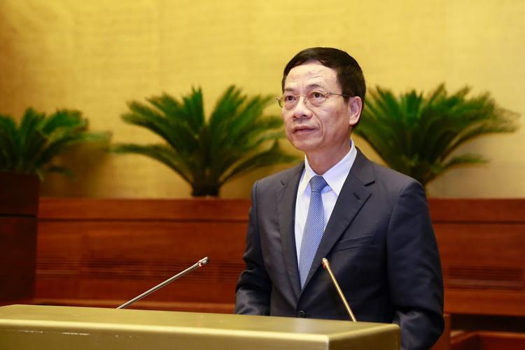 Bộ trưởng Nguyễn Mạnh Hùng trả lời chất vấn.