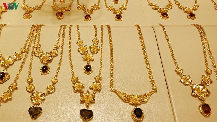 Giá vàng tăng chạm mốc 44 triệu đồng/lượng đã quay đầu giảm.