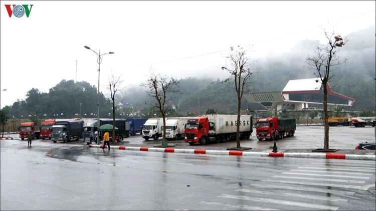 Nhiều xe nông sản còn tồn ở các cửa khẩu tỉnh Lạng Sơn.
