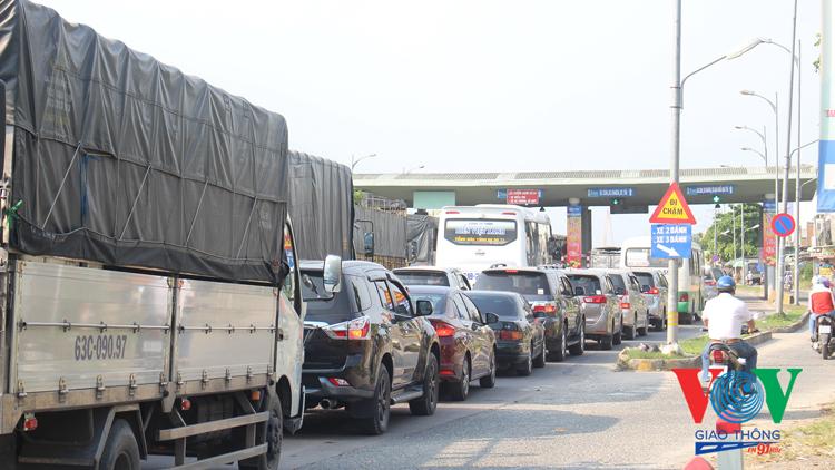 Từ ngày 28/3/2020, xe tải ba trục trở lên sẽ bị cấm lưu thông qua cầu Rạch Miễu vào khung giờ cao điểm thứ 7 và Chủ nhật hằng tuần.